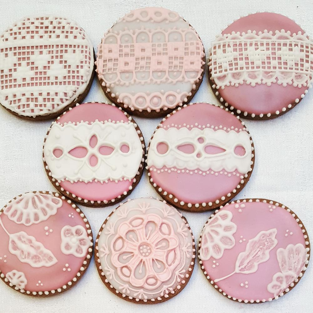 Lace and Needlepoint Rounds