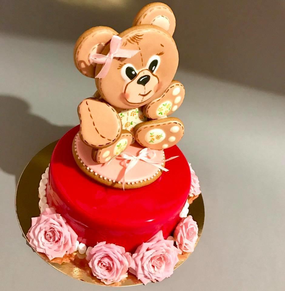 Birthday cake with teddy bear cookie