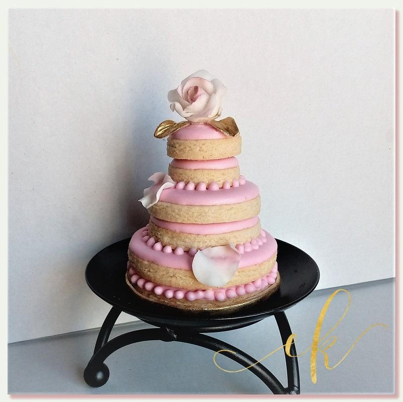 Three -Tiered Wedding Cake Cookie!