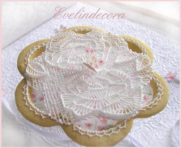Royal icing garden cookie by Evelindecora