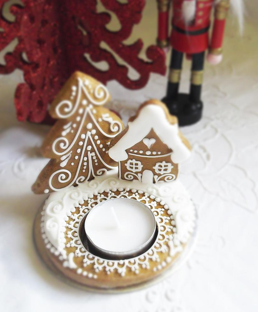 cute gingerbread winter themed tealight holder