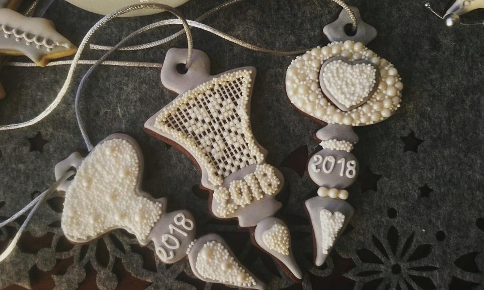 Pearl and grey ornaments