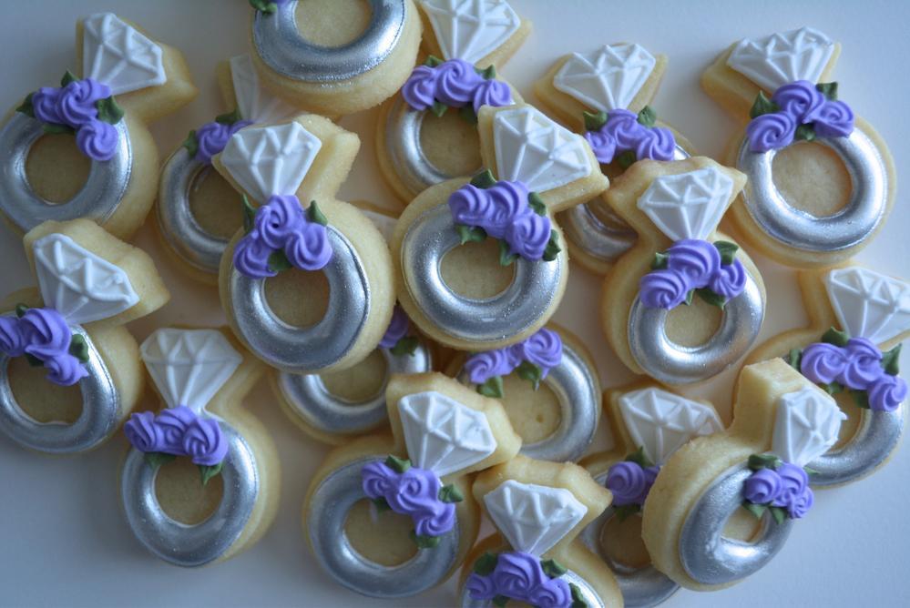 Mini silver wedding rings