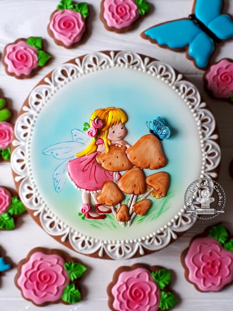 Маленькая фея и бабочка