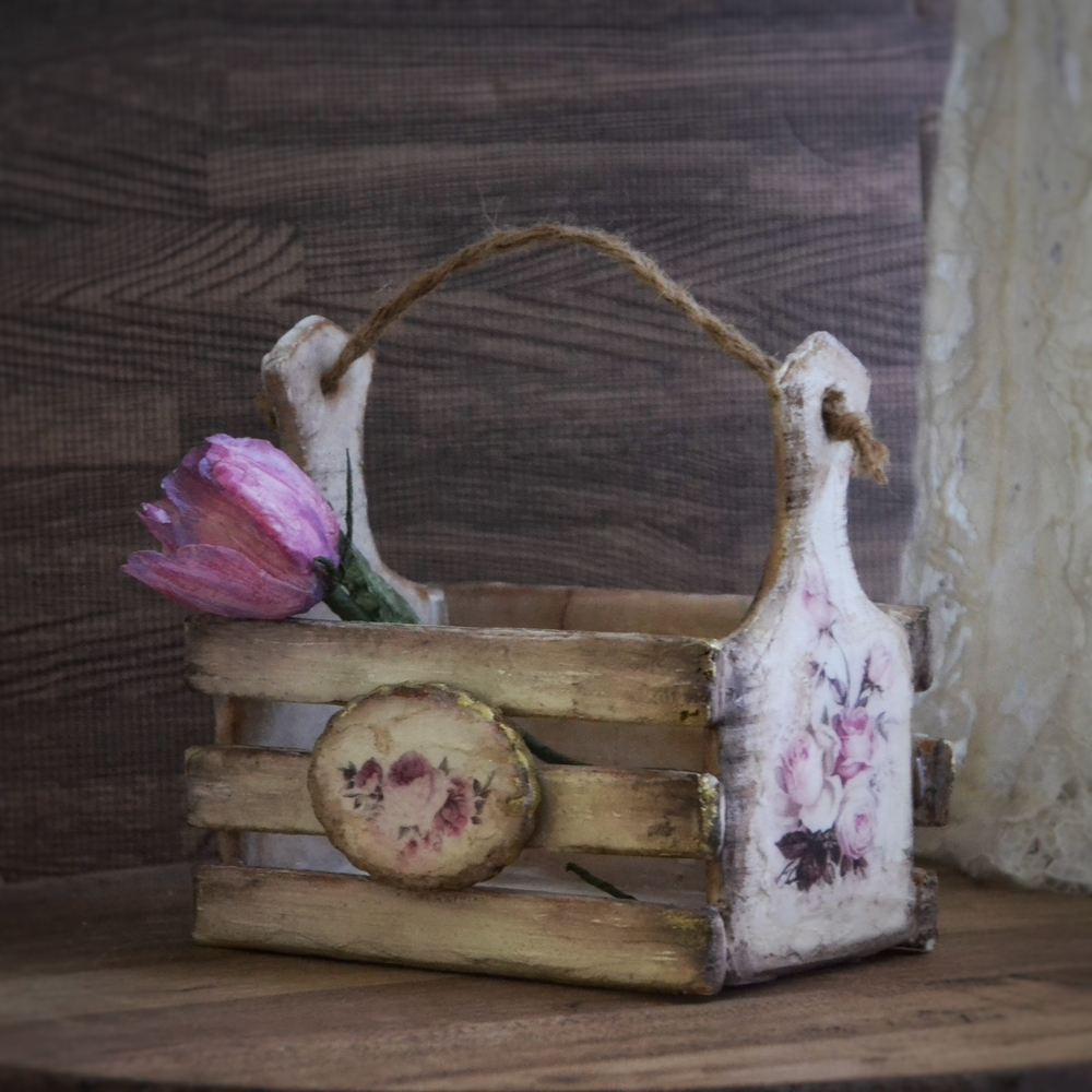 Gingerbread caddy and rice paper tulip