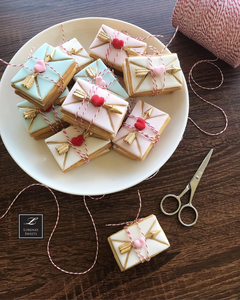 Lorena Rodríguez.  Love letter cookies.