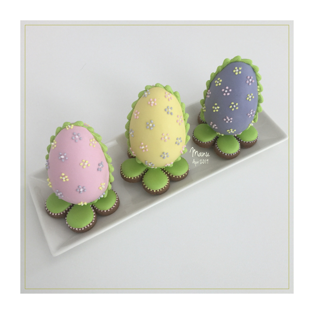 Sugar Eggs... on Flower Cookies | Manu