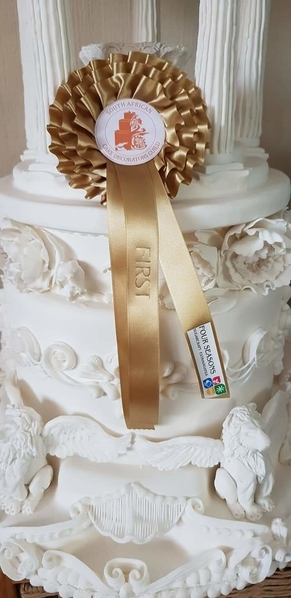 RoyalIcingWeddingCakeRosette