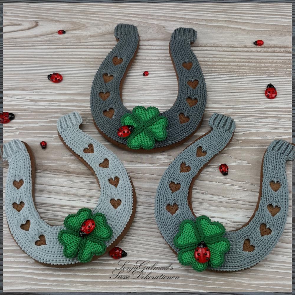 Knit Horseshoes
