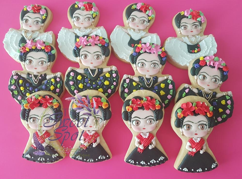 Frida Kahlo en Trajes Tradicionales Mexicanos