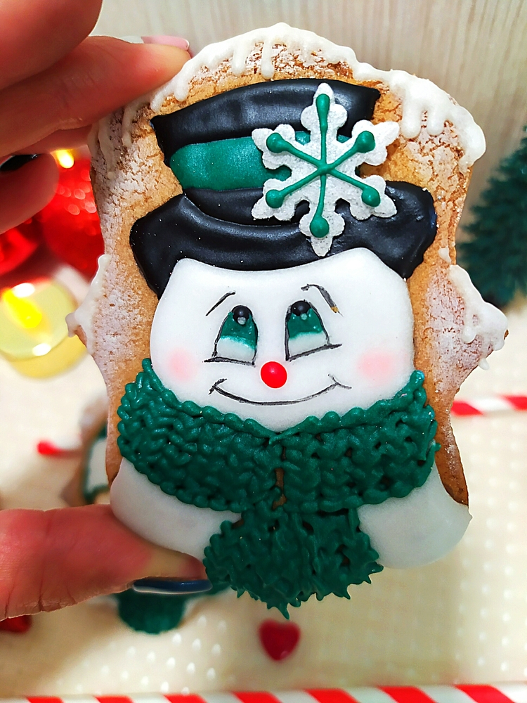 Lovely Snowman by Gele's Cookies