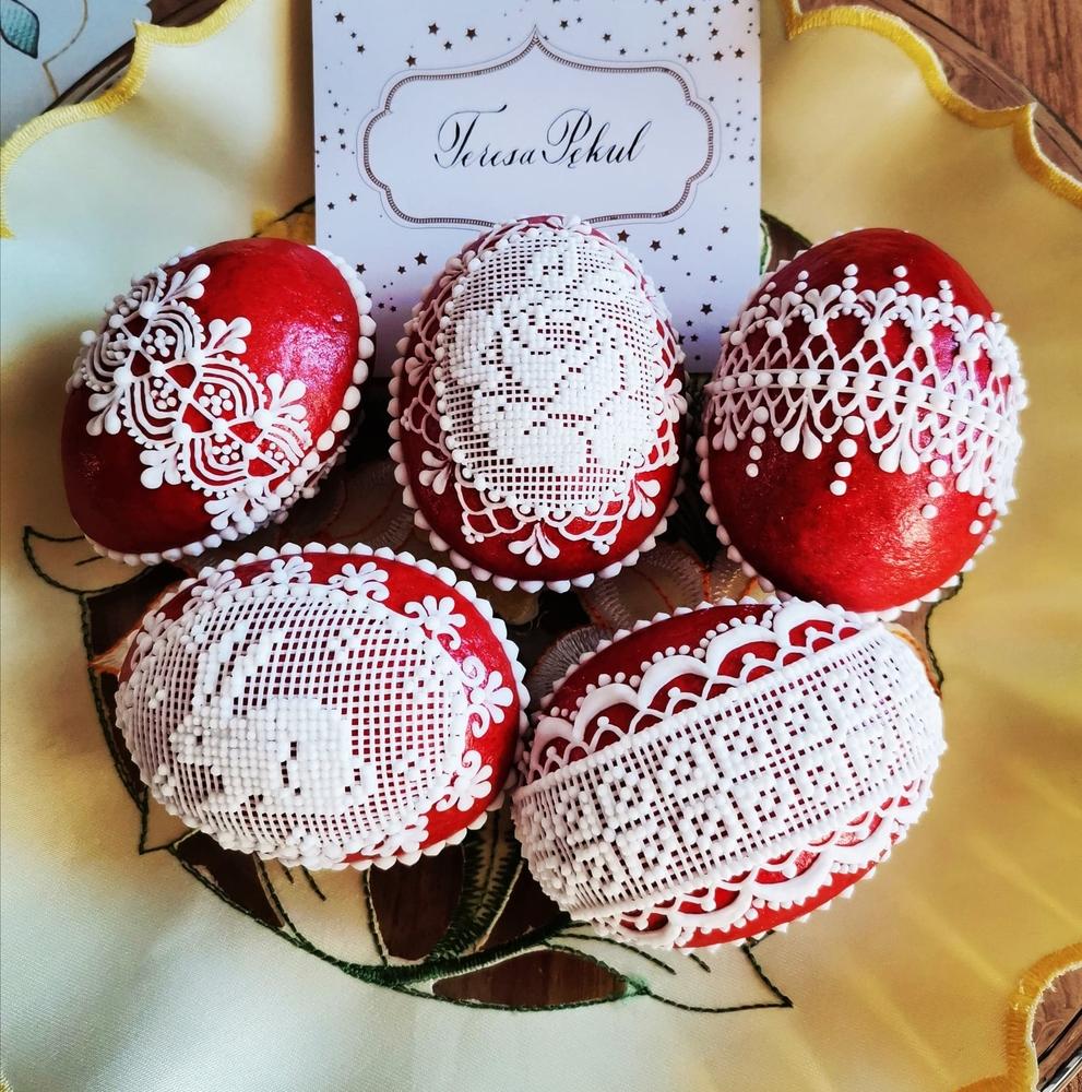 Jajeczka 3d (3-D Easter Eggs)
