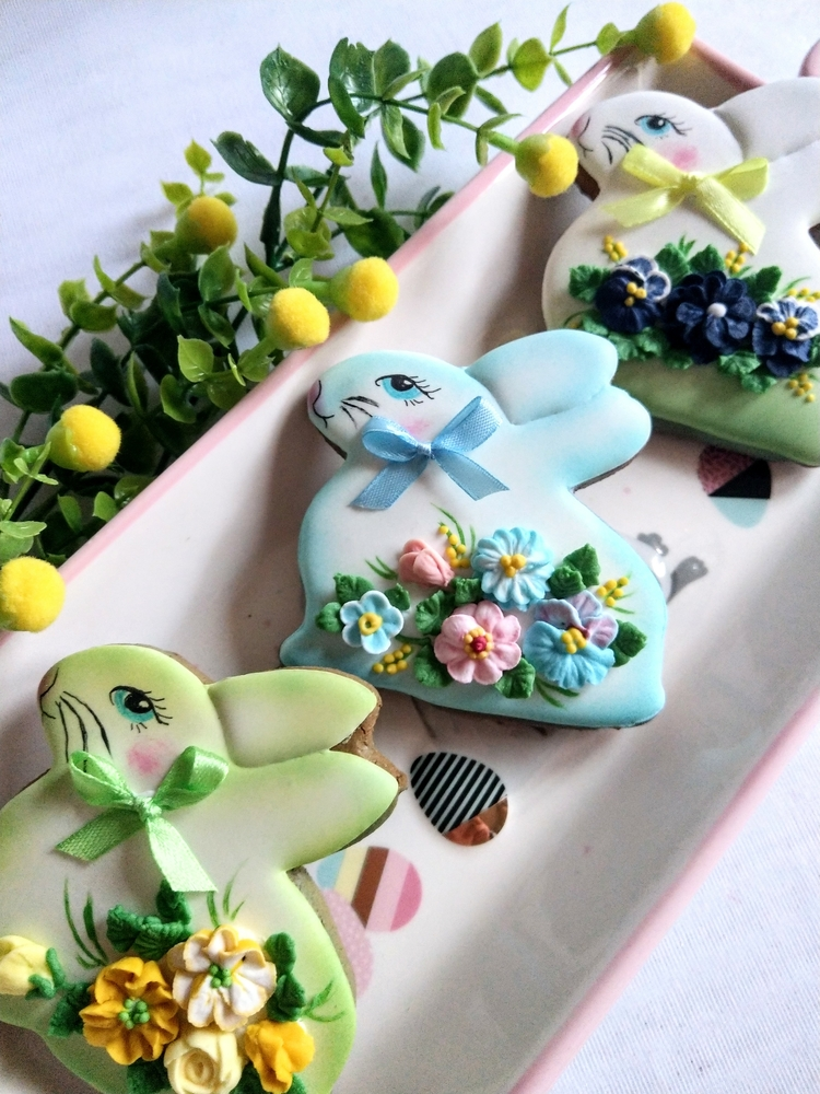 Easter Rabbits with Flowers