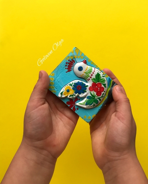A bird cookie painting with Petrykivka style