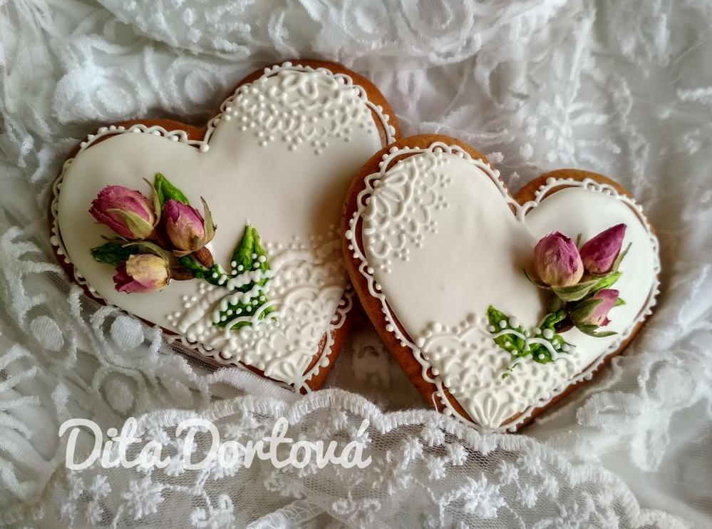 Svatební Něžnost s Růžovými Květy